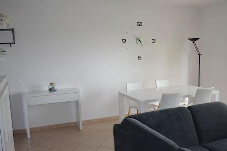 F3  jardin et terrasse pres de Cagnes sur Mer - La Gaude - 公寓