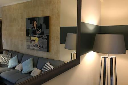 75 m2 - 2 bedrooms - Place des Lices - Pkg for fre