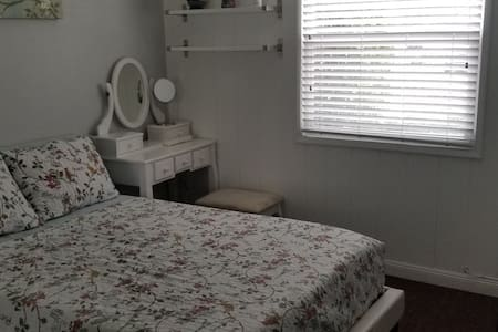 Room in Carson near CSUDH and Dignity Health Park