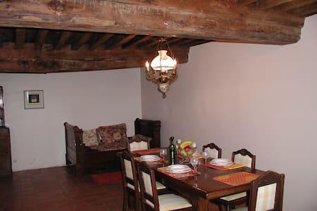 Cloudhouse - Roussillon-en-Morvan - Hus
