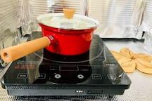 ミルクパンと電磁調理器、包丁まな板は用意しましたが、基本的には料理できる環境は少ないです。