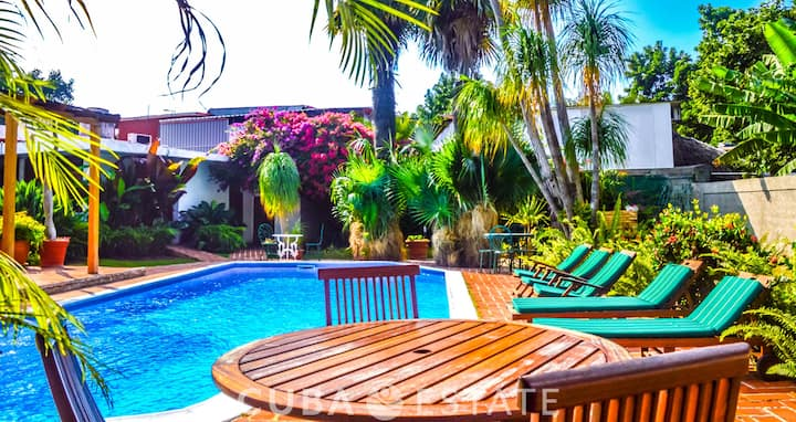 4BR Amazing villa with pool in Siboney