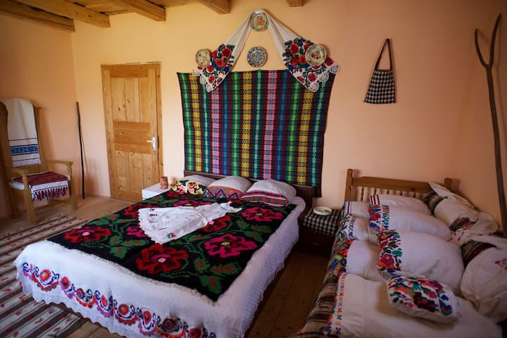 Triple room, Casa Carolina Cupseni, Maramures