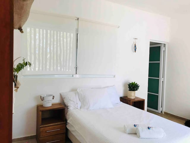 Lovely apartment w/ pool, 3 person close to beach