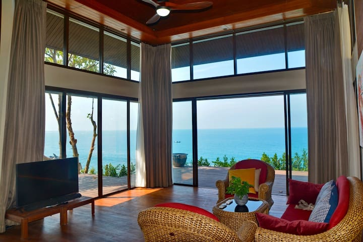 Panoramic sea views from the main living area