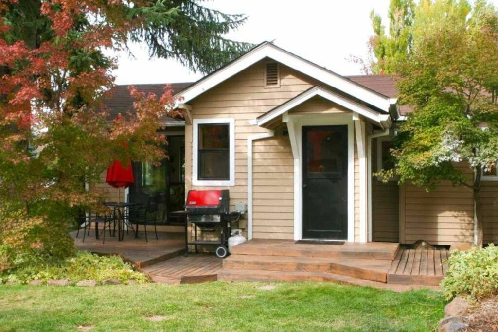 River Gem Bungalow, Just a Few Steps from the River on the Westside