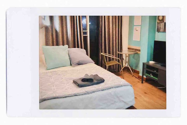 Studio room in central Thong Lo (FREE WIFI)