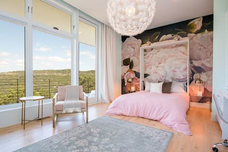 Hill Country Getaway - Master Suite - Austin - House