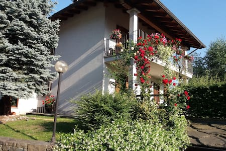 casa con giardino a Pont Saint Martin