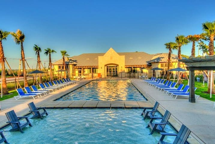 SIGNATURE |Spacious 2Br| POOL|  LACKLAND|SEAWORLD