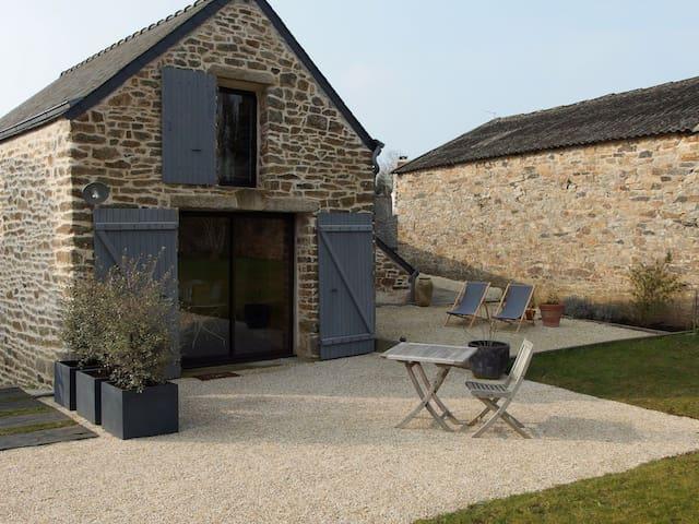 Kleines bretonisches Steinhaus 800m vom Strand