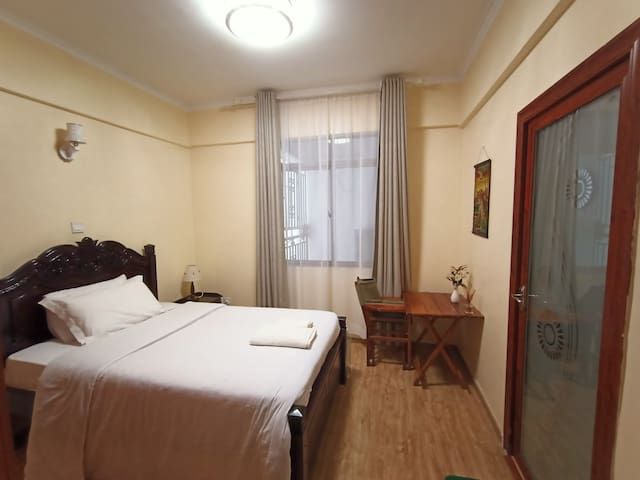 Private ensuite room near Yaya Centre, Kilimani