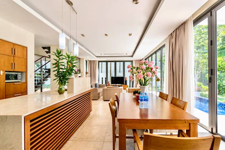 Luxury  Ocean Villa 3 bedrooms  close to the Beach