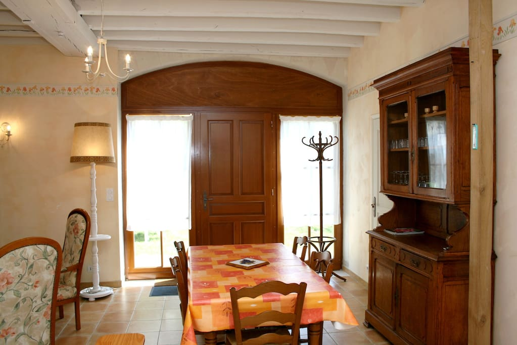 La salle à manger et son mobilier