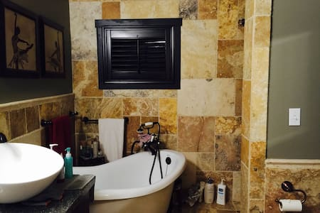 Studio with private entrance n bath - Sierra Madre - Bed & Breakfast