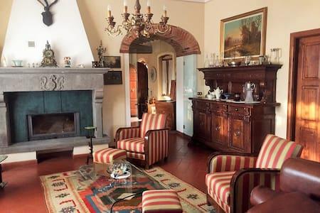 """The suites of """"The Castle"""" - Castiglion Fibocchi"""