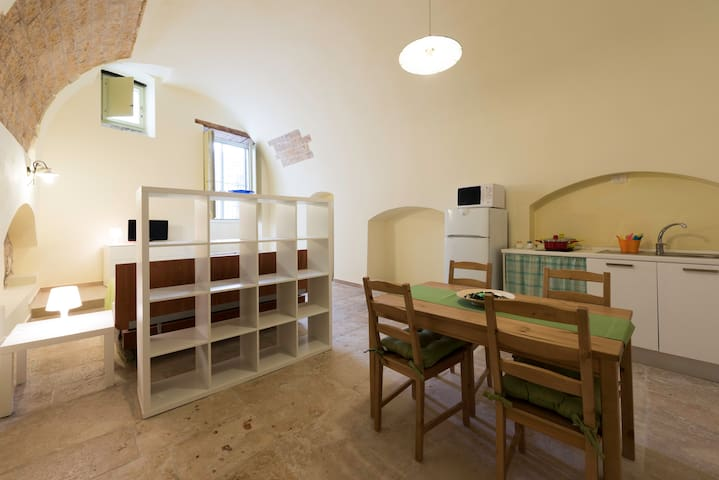 Tre Archi House: Camera con cucina