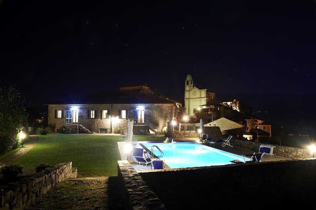 Overview of Spinosecco apartments by night