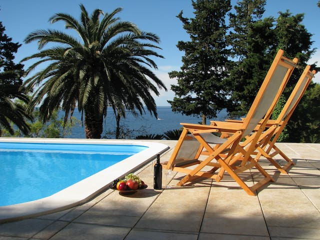 Villa Carmen a cozy double room - Mlini - Bed & Breakfast