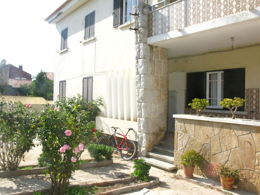 The Guesthouse! Big front yard with garden, a Peniche traditional Portuguese house, get in! enjoy!!