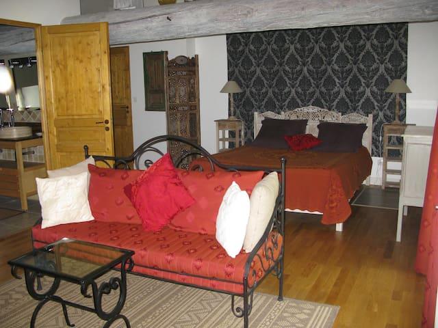Suite de 2 chambres de 55m2 - Montfaucon - Bed & Breakfast