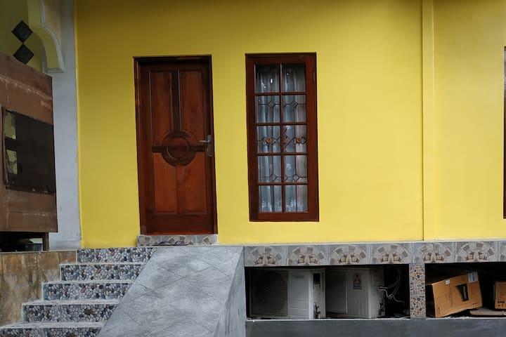House Near Bintaro Exchange w/ free Wifi