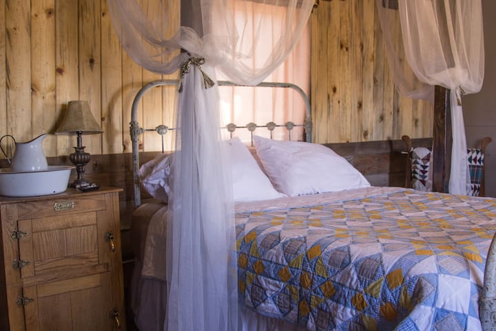 The Crib ~ Step back in time in Goldfield, NV!