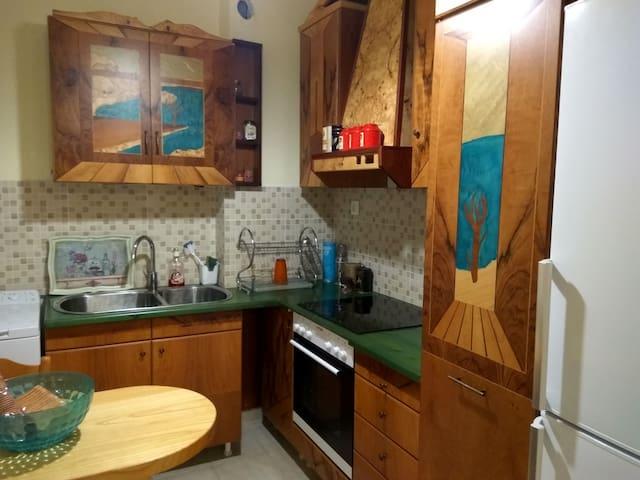 Alex's wood-art home