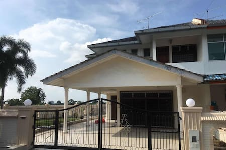 No'8 Homestay Batu Pahat (Hill View)