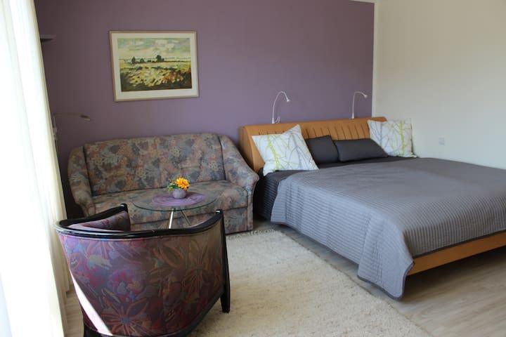 Charmante, moderne, ruhige Wohnung - Jestetten - Apartemen