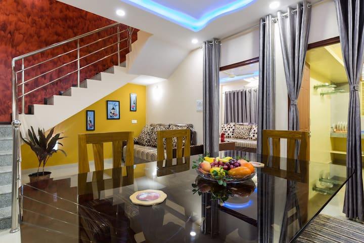 Warm and inviting bedroom. - Hyderabad, Telangana, IN - Casa