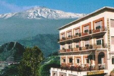 Location con vista mozzafiato - Castelmola - ที่พักพร้อมอาหารเช้า