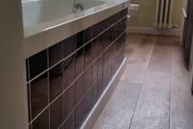 Bathroom with hot tub, shower, toilet, bidet & washing machine. Towels & hairdryer provided.