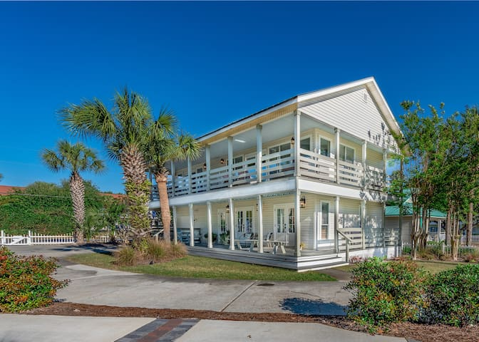 Ocean view, steps to beach, 3BR, sleeps 10, Pool!!