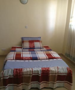 Private, Spacious Room with Comfy Bed - Kisumu - Apartment