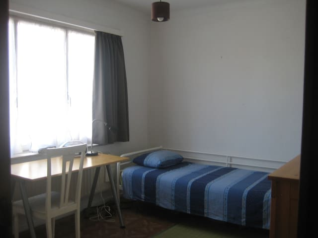 One single bed room - Ganshoren - Huis