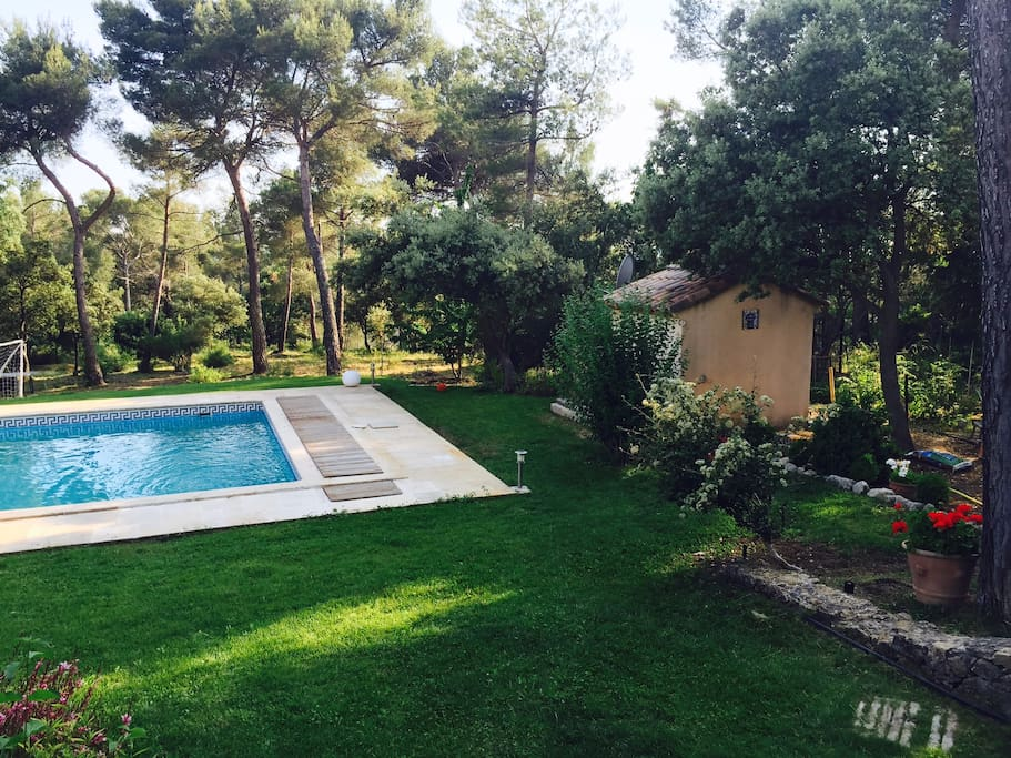 Aix en provence villa avec piscine houses for rent in for Piscine miroir aix en provence