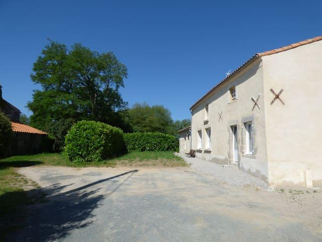La Roche/Yon les Sables d'Olonne - Landeronde - Hus