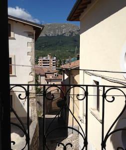 Casa indipendente centro storico - Rocca di Mezzo
