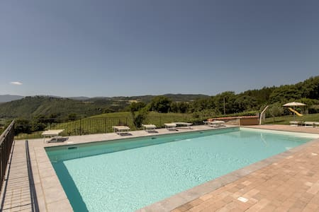 HOUSE IN TUSCANY  WITH POOL