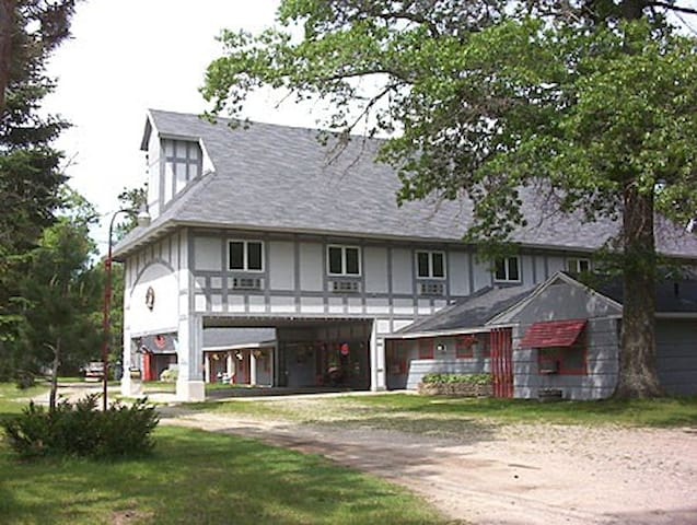 Alpine Country Inn - Gaylord - Bed & Breakfast