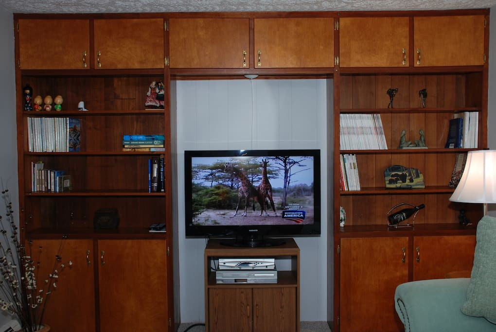 A variety of magazines provided for your reading pleasure, VCR, cable TV, board games inside TV stand cabinet