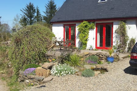 Charming Rural Cottage - Clare