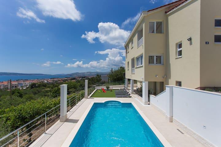 VILLA SIMBIOZA villa with heated swimming pool - Kaštel Gomilica - Villa