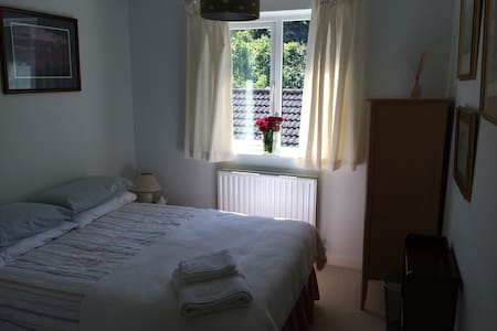 Wake up to a country garden - great WEEKDAY DEAL! - Pavenham - Dom