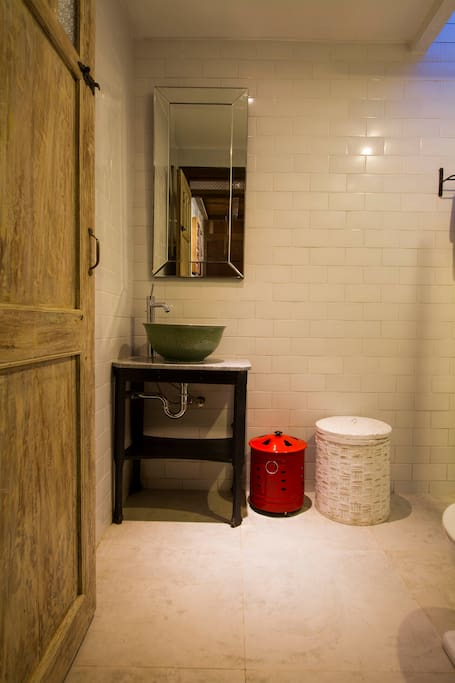 Bathroom with chinese ceramic wash basin