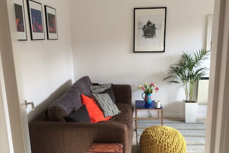Central 1bd flat w/ private parking