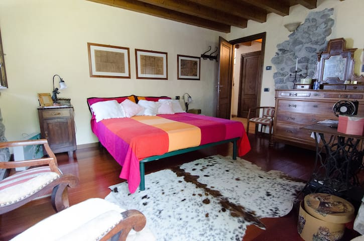 ROOM IN FARMHOUSE  *1 ISEO LAKE