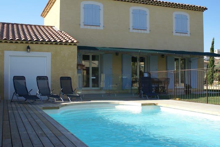 Villa 6 personnes, avec piscine - Lançon-Provence - Villa