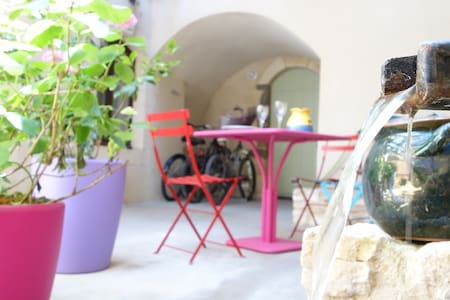 Très bel appt. dans joli village - Saint-Victor-la-Coste - Apartamento